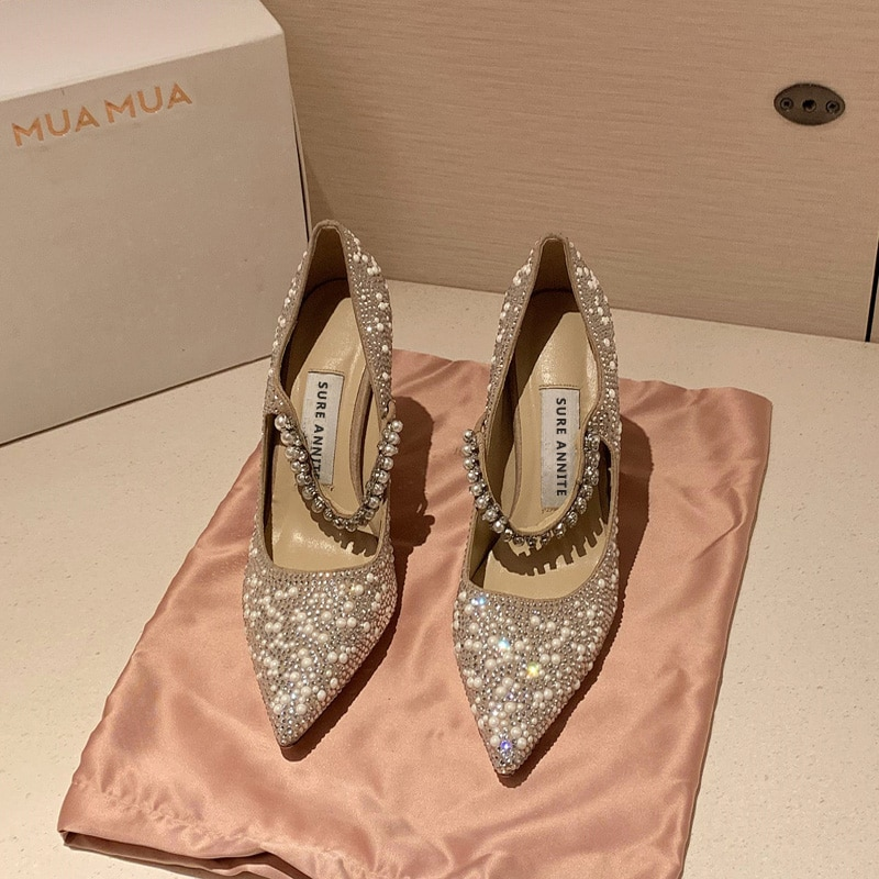 عالية الكعب سيدة الخريف الشتاء 2020 جديد الجنية نمط ضئيلة كعب الماس أحذية الزفاف أحذية اللؤلؤ وأشار حذاء زفاف