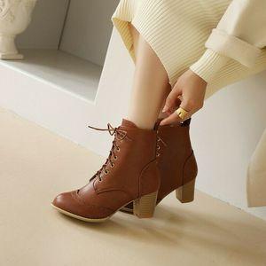 Женские ботильоны с перфорацией, полусапожки на шнуровке, обувь на массивном каблуке