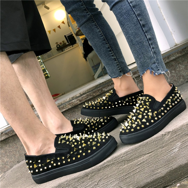2020 Women Flats Shoes Casual Studded Flats Luxury Brand Rivet Loafers Unisex Shoes Slip On Big Size 41 42 43 Spikes Studded