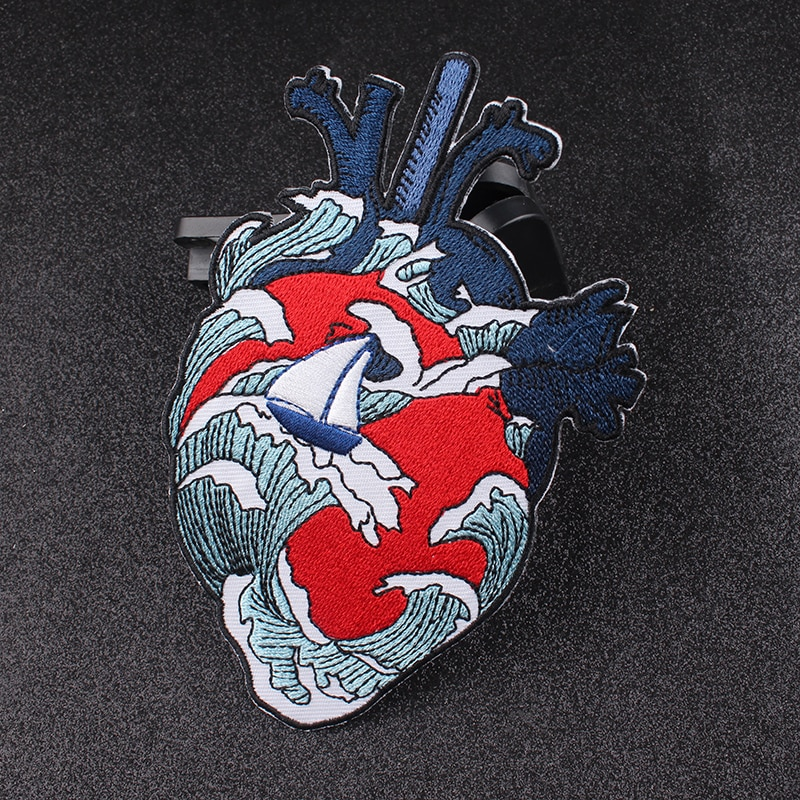 Feine Stickerei Applique Herz Kanagawa Welle Eisen Auf Patches Für Kleidung Lustige Rock Bestickt Patches Tuch Hippie Patch DIY