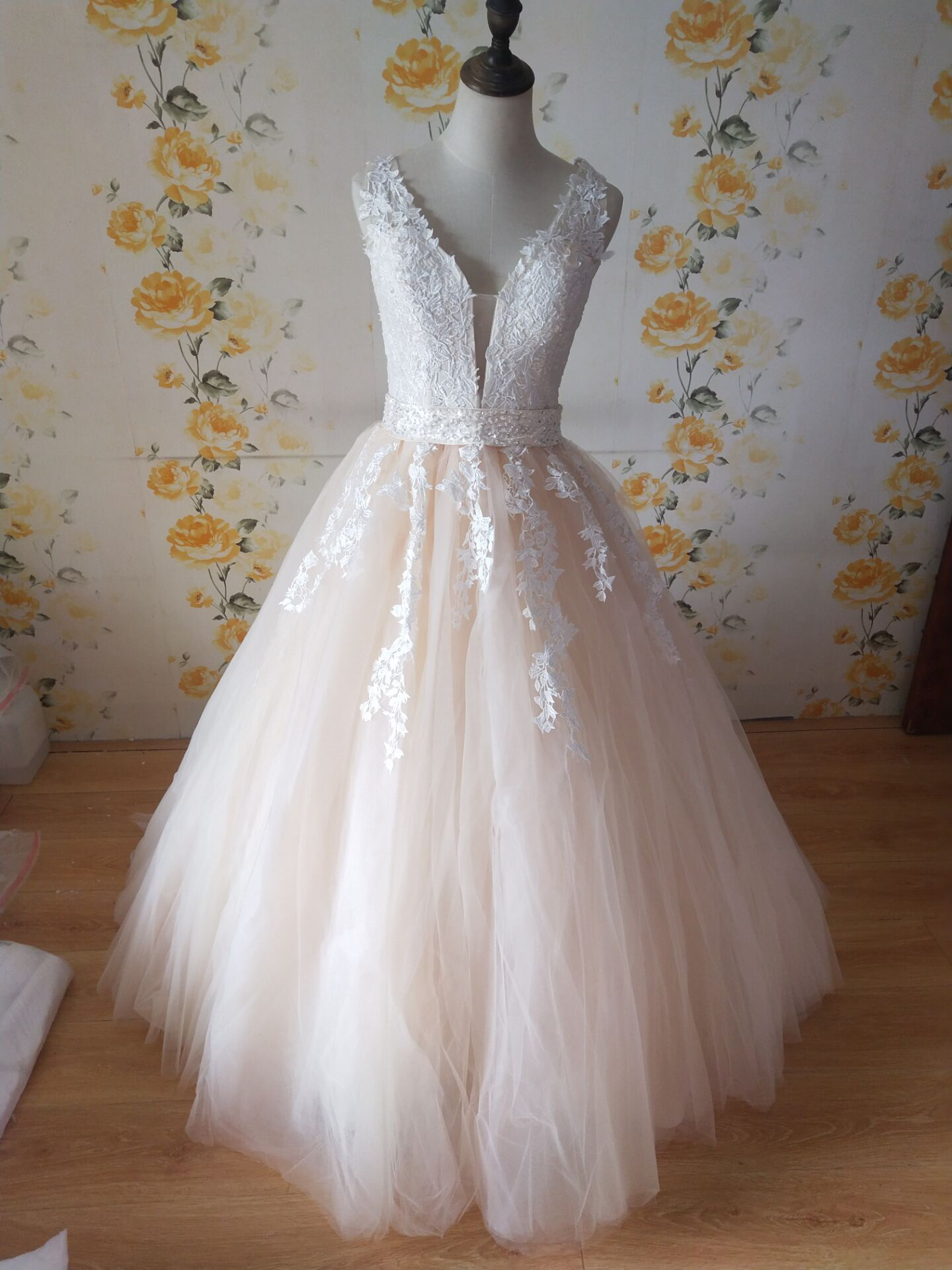 ZJ9149 2019 белое свадебное платье цвета слоновой кости на заказ размера плюс свадебное Тюлевое свадебное платье с глубоким v-образным вырезом и открытой спиной