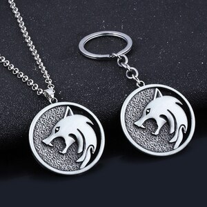 Game KeyChain Wolf Head Geralt Wolf Medallion Metal Pendant Keyring Collar Men Women Bag Accessories