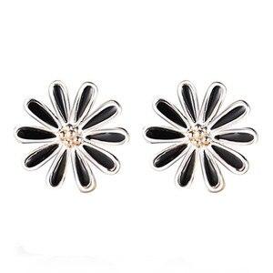 Glamour Female 925 Silver Earrings Retro Black Chrysanthemum Earrings Women's Earrings Wholesale F64