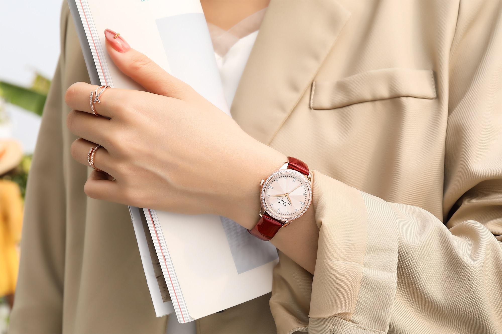 فاخر مخصص شعار خاص أسطوانة مصنوعة من الفولاذ المقاوم للصدأ ساعة يد 3ATM مقاوم للماء فتاة ساعة كوارتز KLAS العلامة التجارية
