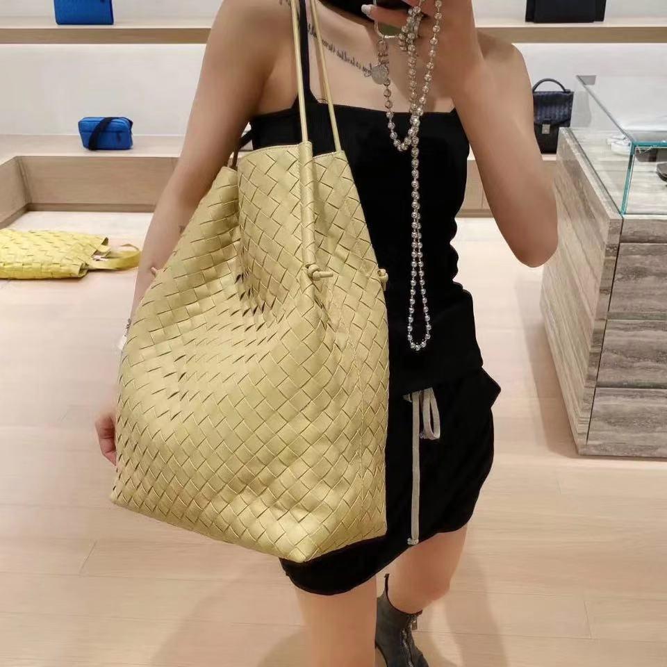 حقيبة كتف منسوجة من الجلد الطبيعي للنساء ، حقيبة يد فاخرة ذات سعة كبيرة ، دلو حياكة ، حقيبة حمل ، تسوق