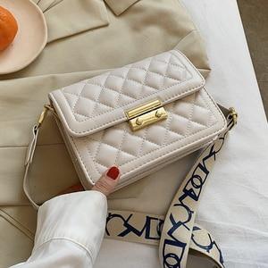 Niche Design Hot Handbags 2021 New Fashion High-end Messenger Bag Popular Square Bag Underarm Bag Dual-use Bag Width: 20cm