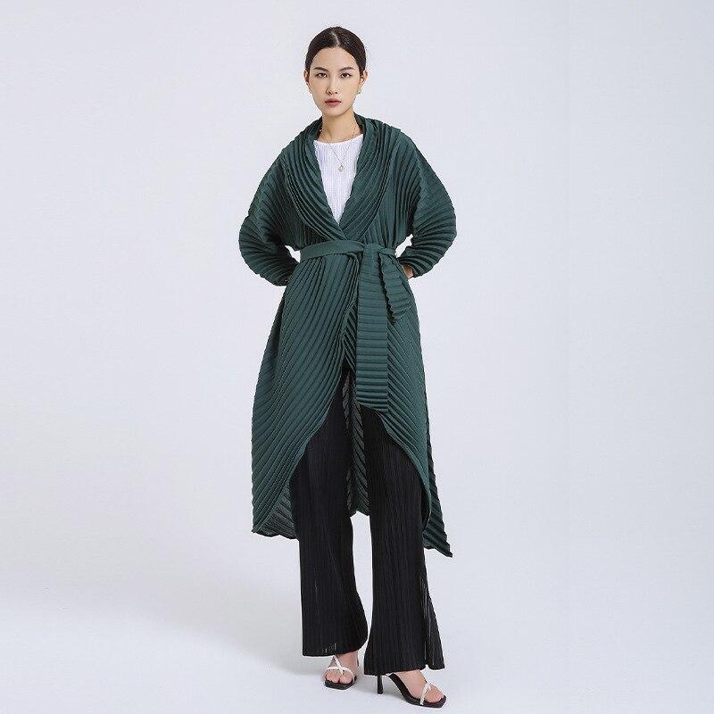 Changpleat 2021 الخريف جديد ميياك مطوي المرأة خندق معطف الموضة الصلبة غير النظامية فضفاض كبير الحجم حزام طويل معاطف المد