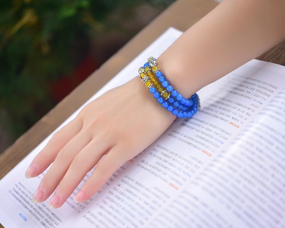 Rosario de tres capas de estilo de gama alta Piedra natural ágata azul pulsera de cuentas redondas con color brillante y encanto, diseño de topacio 6mm