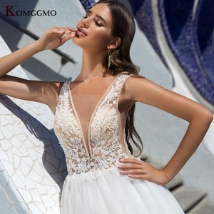 Elegant Deep V-Neck Embroidery Appliques Tulle Sleeveless Bridal Ball Gown 2021 Hot Sale Backless Chapel Train Wedding Dress