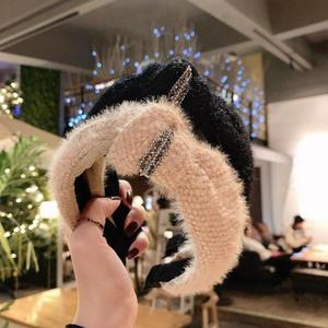 WINYA  Autumn and winter warm hair accessories, knitted plush knotted in the middle, twisted knotted, diamond-studded headband