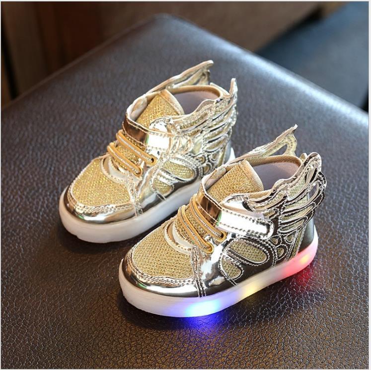 Nuevo más barato primavera Otoño Invierno zapatillas de deporte para niños zapatos de Flash informales Chaussure Enfant alas zapatos para niñas con luz LED