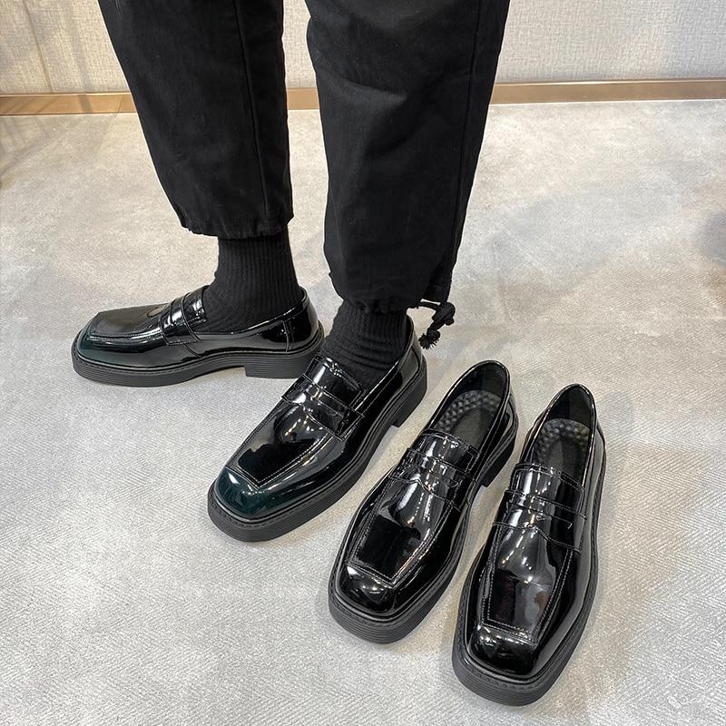 Yomior 2021 أحدث مصمم ساحة تو حذاء رجالي غير رسمي خمر البريطانية فستان رسمي أحذية من الجلد الانزلاق على المتسكعون الفاخرة الكورية