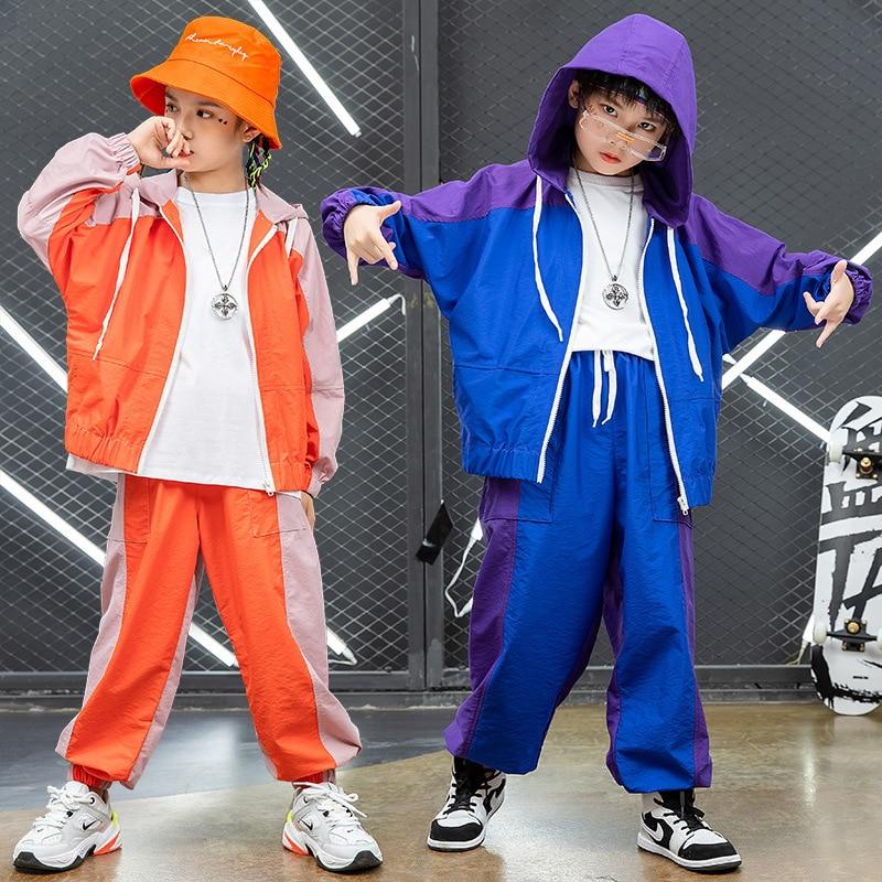 Hip hop niños en mallas de sudaderas con capucha de abrigos de...