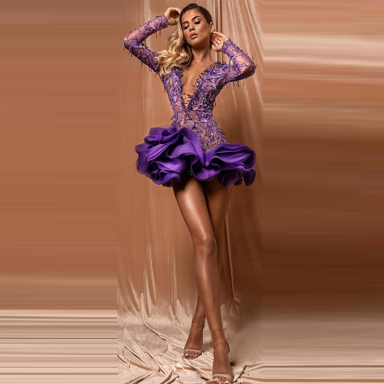 فستان سهرة قصير ومثير مع خط رقبة متدلي واكمام طويلة وظهر مفتوح ومخصص للنساء