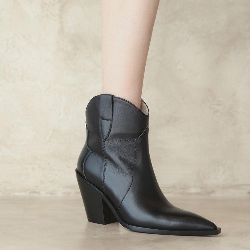 جديد الخريف أحذية النساء أشار تو صندل بكعب مكتنز الأحذية 2021 الشتاء أحذية النساء الصلبة أحذية سوداء برقبة الأحذية الجلدية الغربية Womem الأحذية