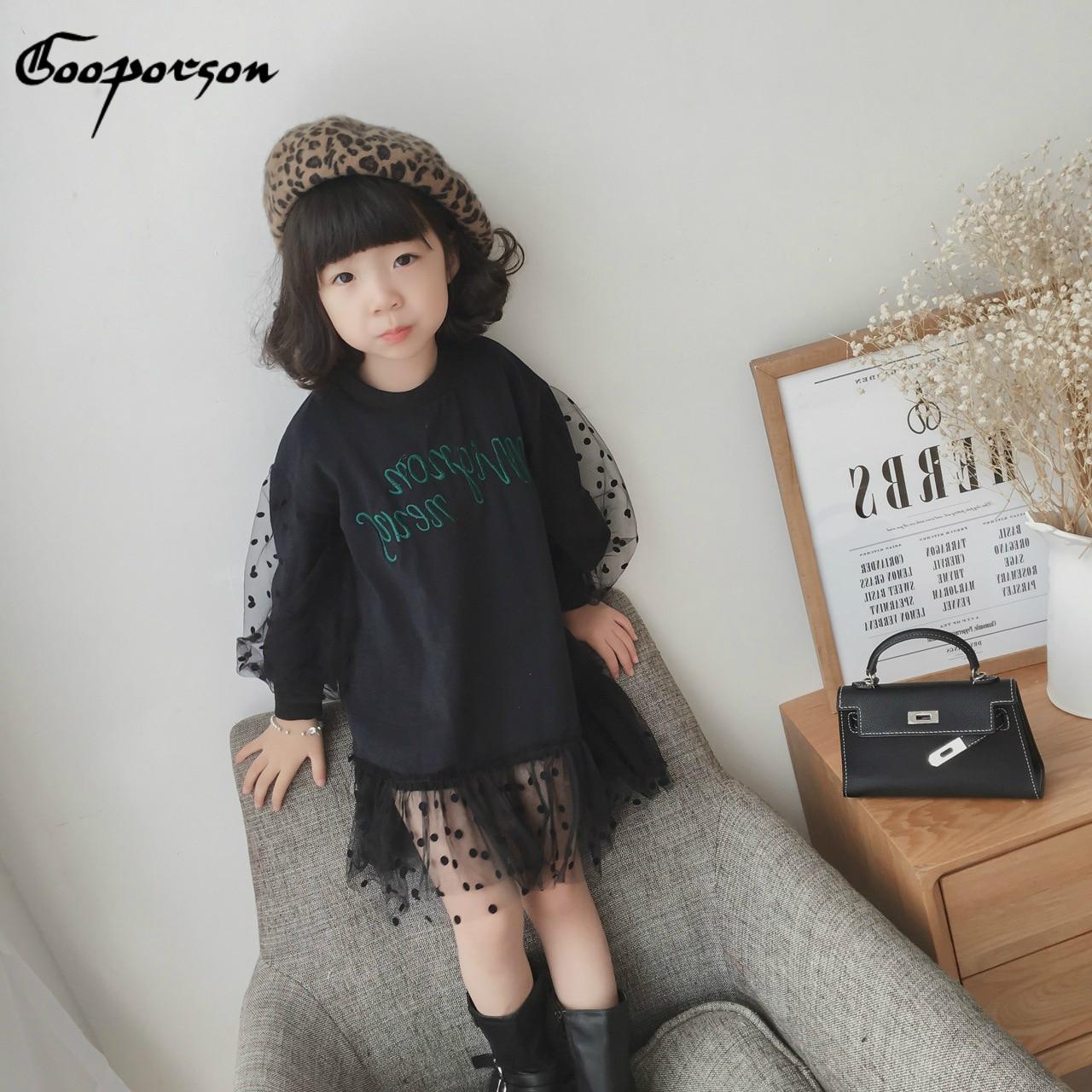 Dziewczęca sukienka na co dzień z koronkową latarnią rękaw maluch dziewczęca czarna sukienka Shrit nadrukowane litery moda 2019 nowych dzieci sweter