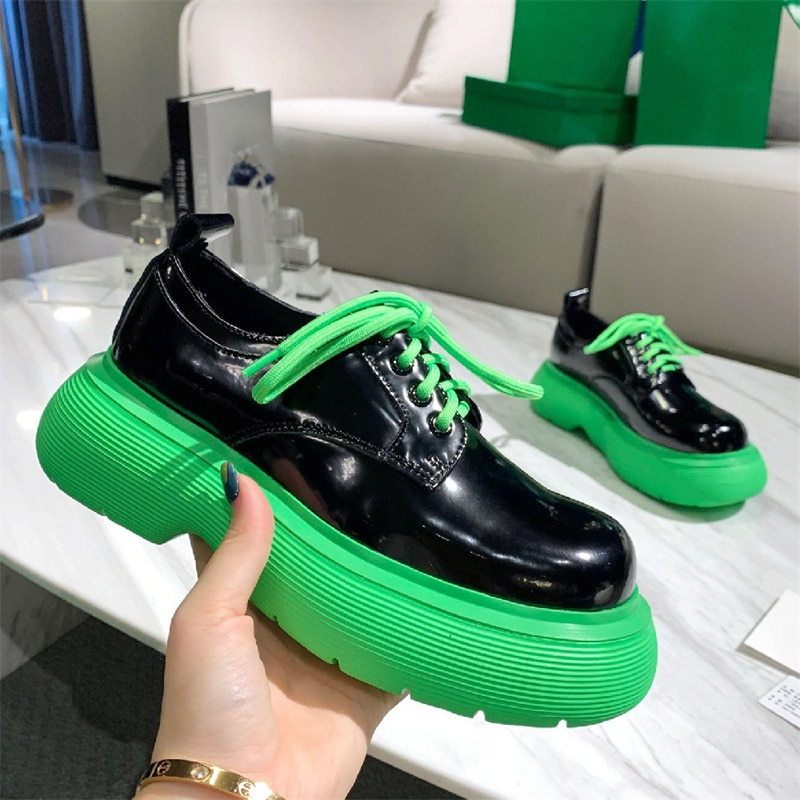 The latest running shoes round head thick soles autumn/winter brand design round head bright leather shoes retro fashion running