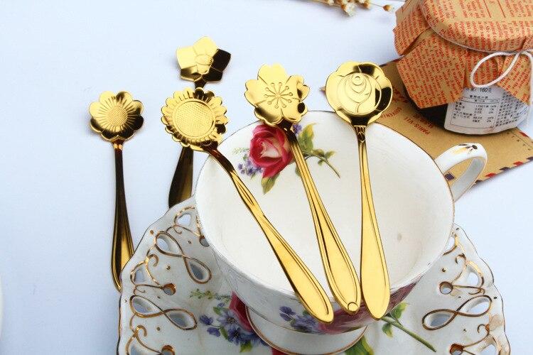 Juego de cucharas de té de acero inoxidable 4 Uds., cuchara de té dorada, cuchara pequeña de café de flores Vintage, Mini cuchara de azúcar para postre, cucharilla de té, vajilla de regalo