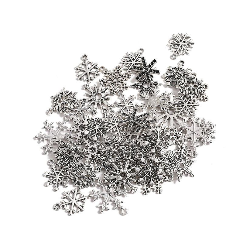 50 Uds. De dijes de copo de nieve de Papá Noel de Color plata antigua de Navidad, colgante de aleación de Zinc para la fabricación de joyas