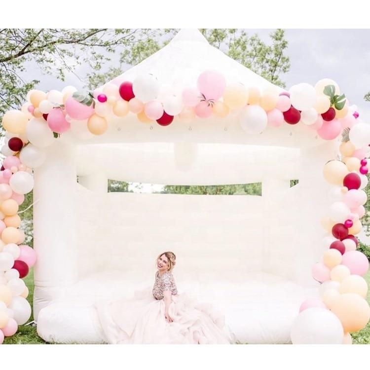 خيمة قابلة للنفخ على شكل قلعة قابلة للنفخ ، قلعة قفز قابلة للنفخ بيضاء للاستخدام التجاري أو السكني ، منزل للأطفال والكبار ، للمناسبات الاحتف...