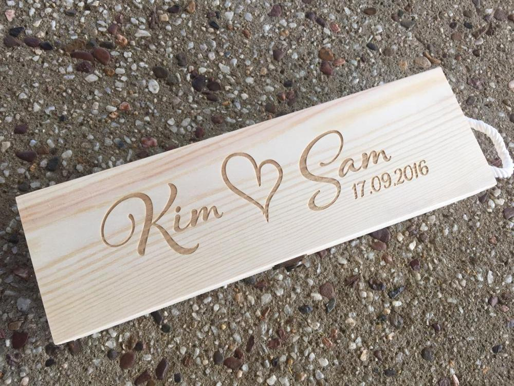 صندوق نبيذ خشبي محفور عليه الاسم والتاريخ ، تصميم جميل على شكل قلب ، مثالي للاحتفالات السنوية ، حفل الزفاف