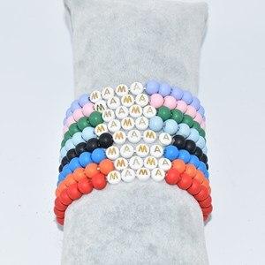 Эластичный браслет в стиле бохо, матовый, красный цвет, деревянные бусины, буквы, надписи, мама