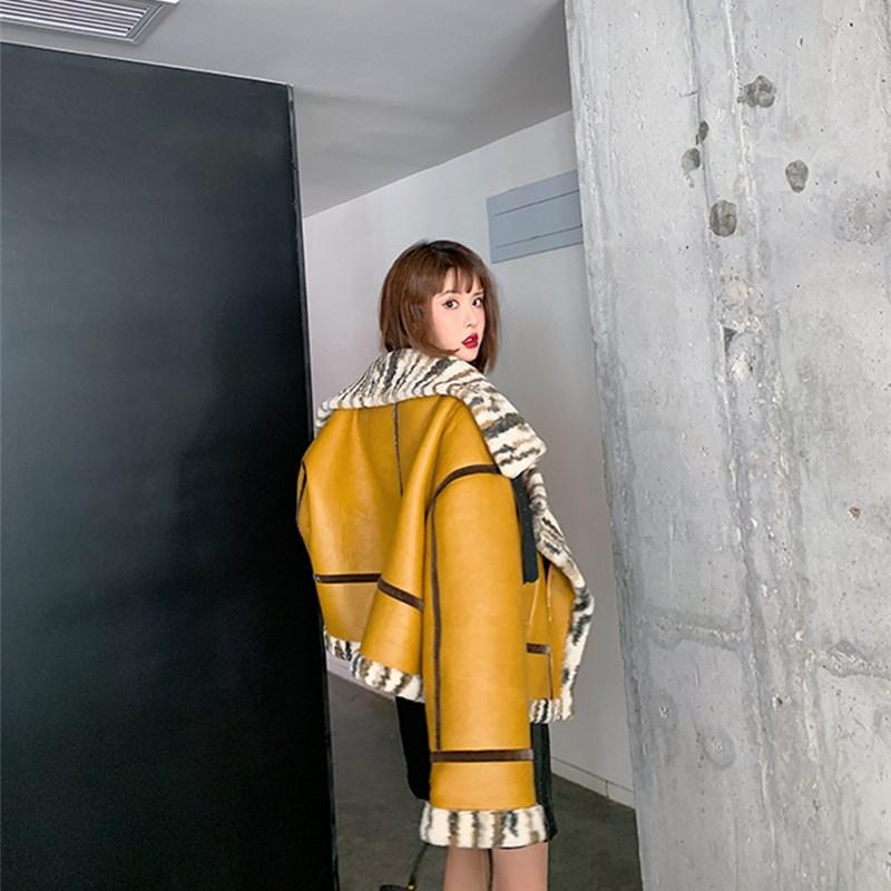Warm women's winter motorcycle velvet jacket female short lapels fur thick Korean version Yellow  jacket 2019 bomber jacket enlarge