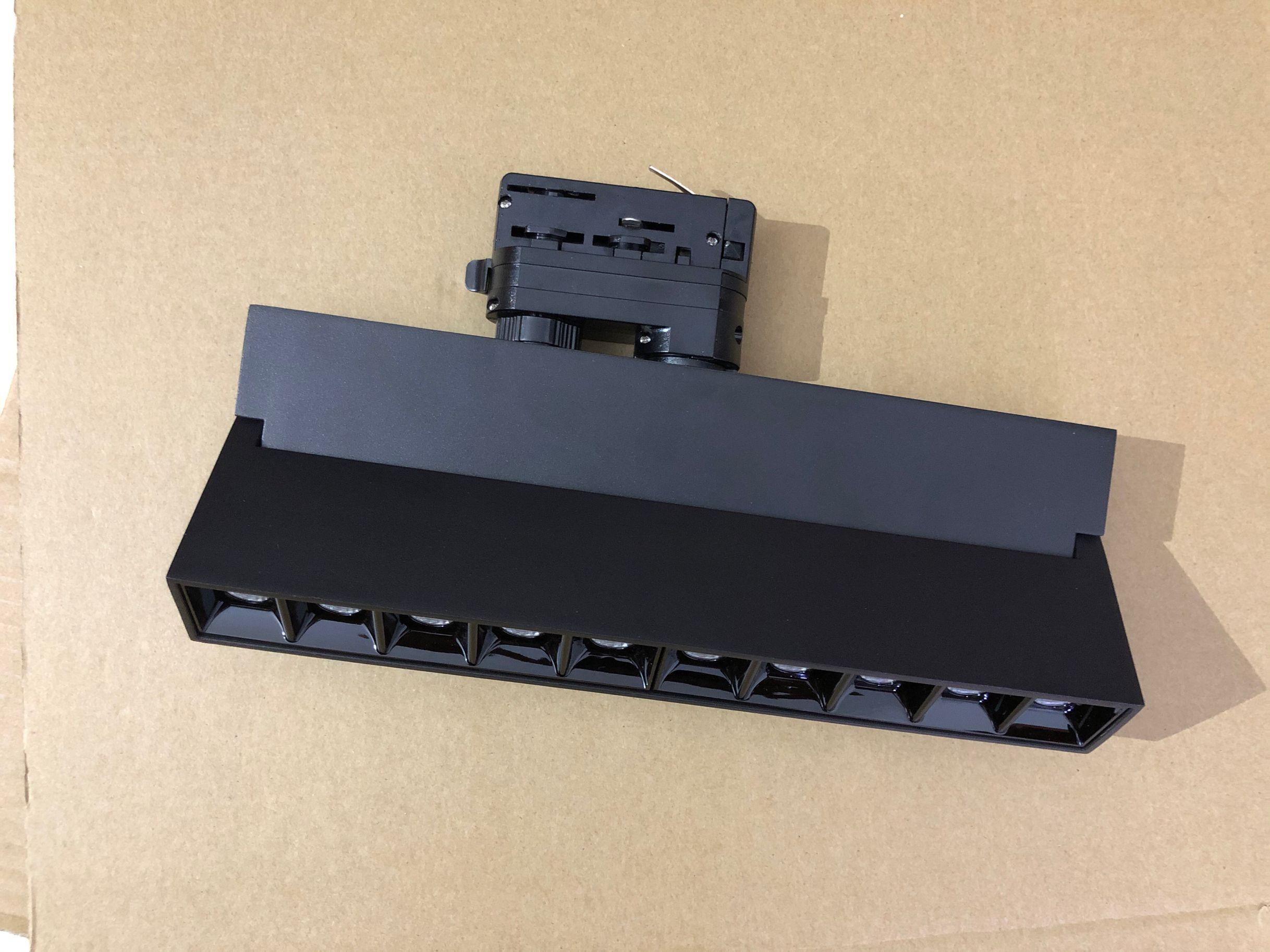 عكس الضوء 4 أسلاك 3 المرحلة 12W 20W LED ضوء المسار AC110-220V LED السكك الحديدية مصابيح راحة أضواء السقف مصباح داخلي الإضاءة