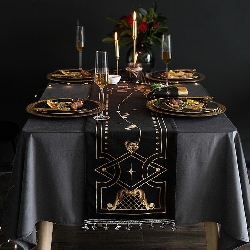 الرجعية الجدول عداء الأوروبية الفاخرة الأسود الكلاسيكية المطبوعة الجدول عداء غطاء ديكور المنزل منشفة أنيقة النسيج الطعام Tablecloth