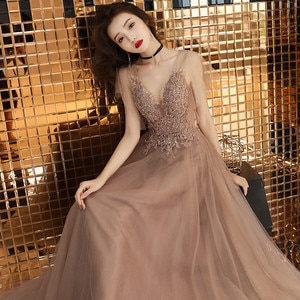 Hot Sell Sweet  Lace V-neck Lacing Long Evening Dress The Bride Party Sexy Backless Prom Dresses Custom