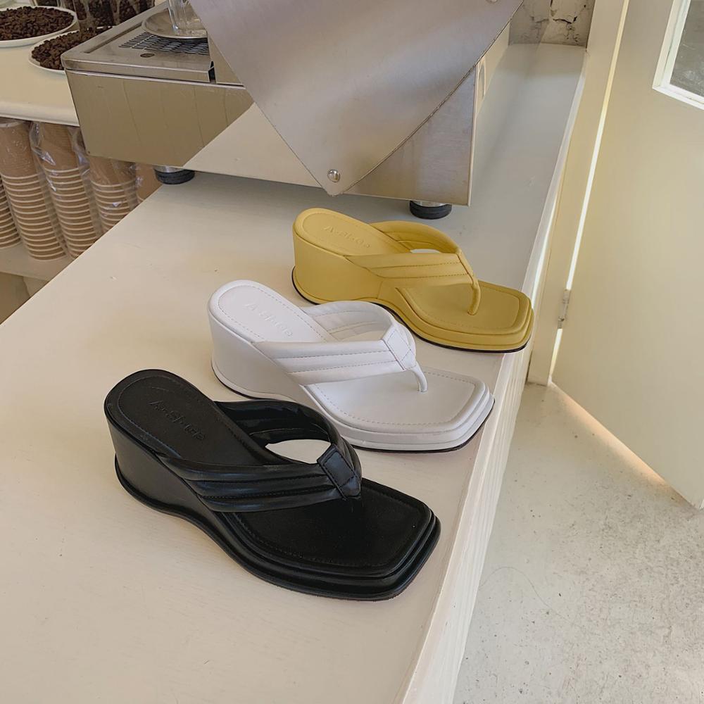 Zapatos de mujer Zapatillas bajas en una plataforma de cuña Lady Slides playa femenina 2020 verano chica Sabot cuñas tela de goma Roma