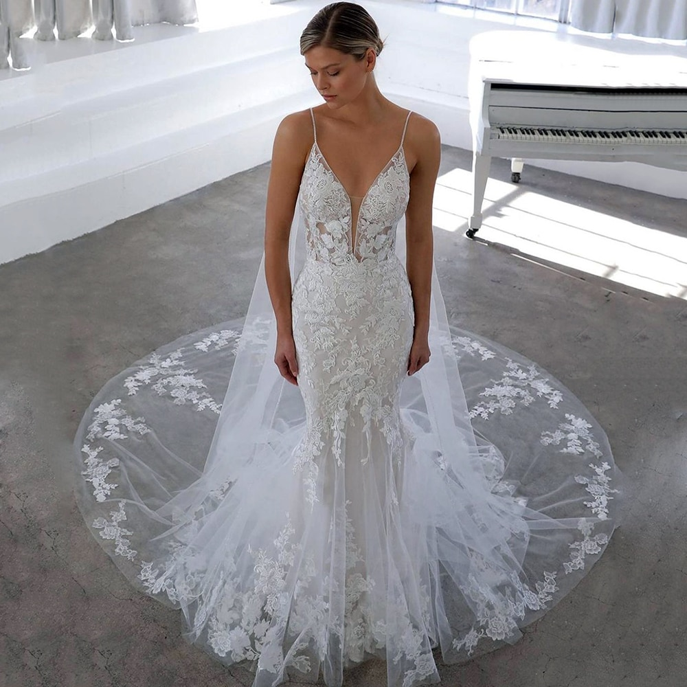 UZN Ivory Mermaid Lace Appliques Wedding Gowns Sexy V-Neck Spaghetti Straps Bridal Gown Backless Sleeveless Dresses