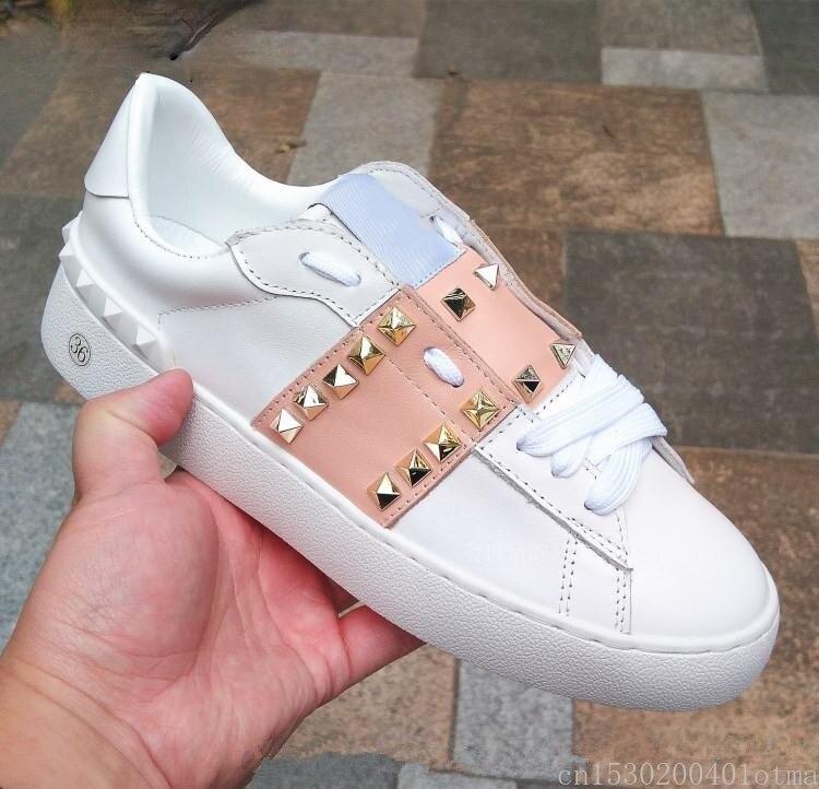 ماركة فاخرة المسامير النساء SneakersWomen حذاء كاجوال المسامير الذهب مسمار جلد طبيعي تنس Feminine شيك ستار الأحذية الكلاسيكية
