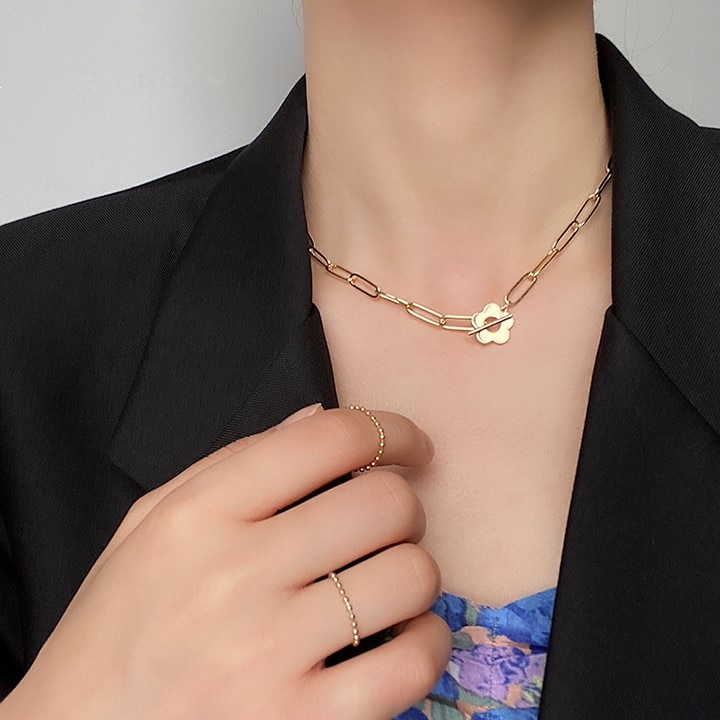 HUANZHI 2020 nuevo coreano Vintage OT hebilla cadena Alien perla Metal flores gargantilla barroca perla Collar para mujeres joyería regalos