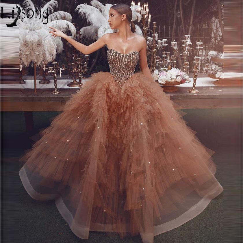 Incrível Frisada Champagne Ball Vestido Prom Dresses 2019 Único Em Camadas de Tule Coração Pérolas Árabe Vestido de Noite Vestido de Vestidos de gala