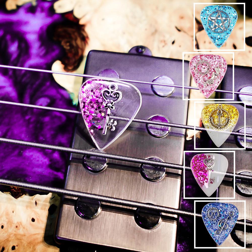Púa de guitarra hecha a mano, exquisito collar de púa de guitarra DIY transparente, grosor 1,5mm, Metal de resina 3*2,5*0,15 cm