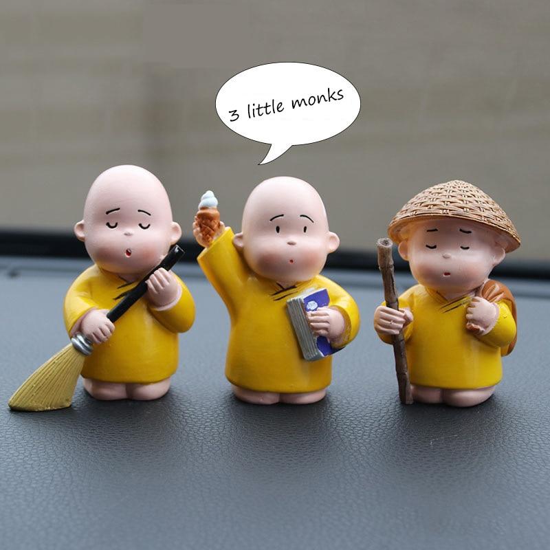 3pcs/set Little Monks Car Ornaments Auto Buddha Monk Sami Set Crafts Chinese Style Bookcase Car Inteior Decorations Accessories