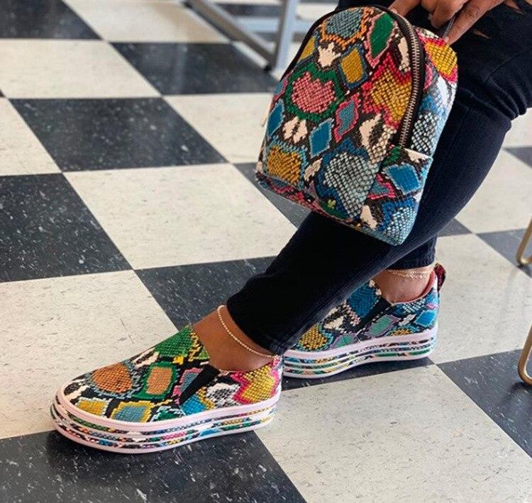 نساء ثعبان طباعة بولي Leather جلد أحذية مفلكنة دانتيل حتى أنثى أحذية رياضية موضة 2021 جديد منصة أحذية امرأة المشي الأحذية
