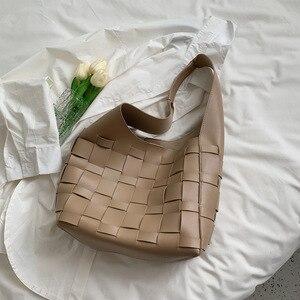 Large-capacity Woven Bag Women's Bag 2021 Designer Design New Fashion One-shoulder Underarm Bag Wild Woven Portable Tote Bag