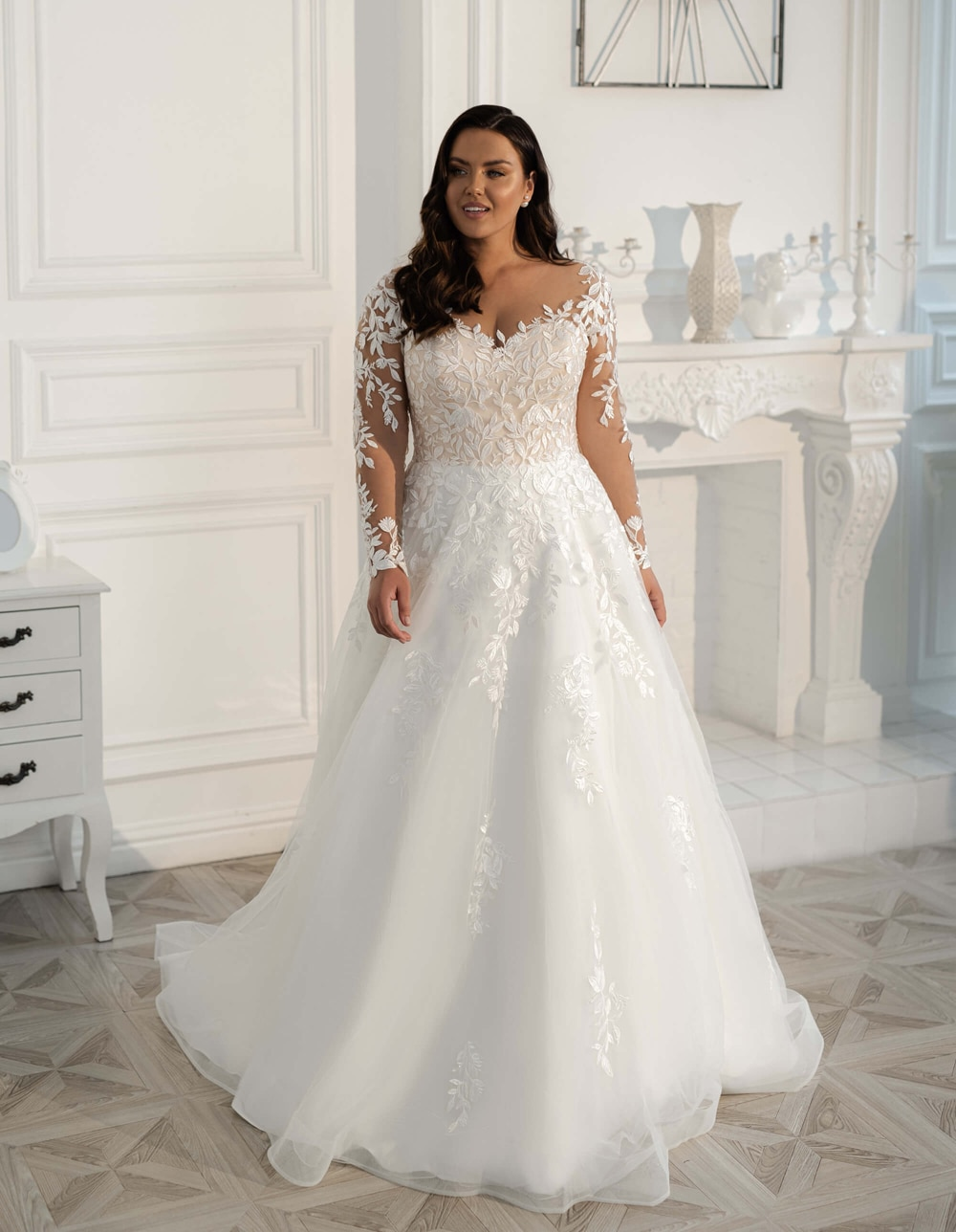 2020 elegant a line wedding dresses illusion v neck appliques sweep train bridal gowns with beaded sash custom made 2021 New Plus Size Wedding Dresses Long Sleeves Sweep Train V-Neck A-line Custom Made Lace Appliques Bridal Gowns Robe De Mariee