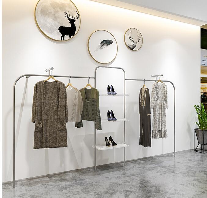 إطار جدار فولاذي مقاوم للصدأ فضي ، إطار عرض نوع الأرض لرسم متجر الملابس