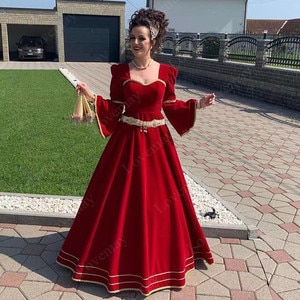 Red Moroccan Kaftan Evening Dresses 2021 Gold Lace Appliques Arabic Dubai Special Occasion Dresses Long Sleeves Prom Party Gown