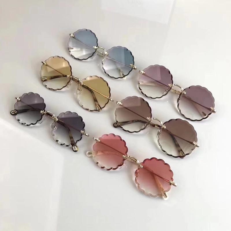Luxury Design Sunglasses Fashion Glasses Women with Pearl Round Vitnage Flower Sunglasses Beach Party CE142 Oculos de Grau