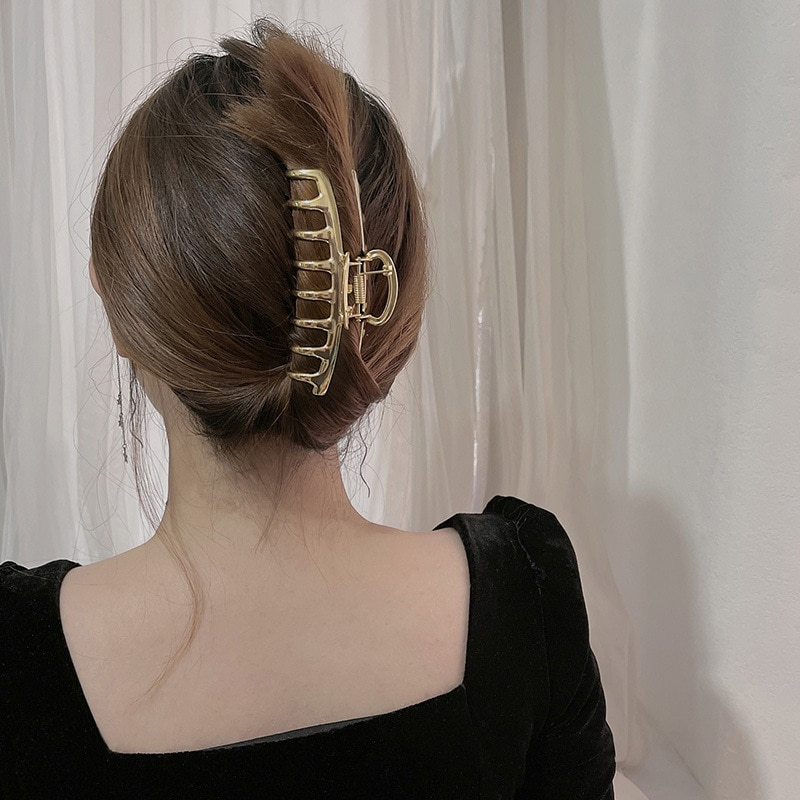 Simple Metal Hollow Out Hair Claw Elegant Hair Accessories Chic Geometric Barrettes Large Size Shark