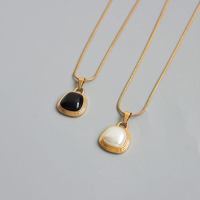 Collar de perlas de imitación chapadas en blanco y negro para mujer, temperamento de acero inoxidable, joyería de estilo gótico de lujo, 2021