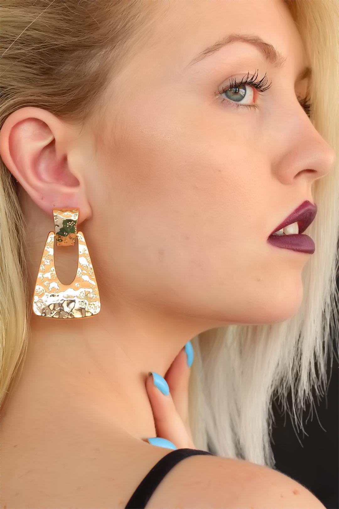 gold-design-lady-earrings