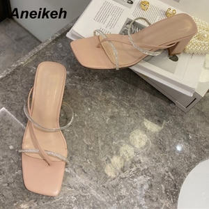 Aneikeh Sapatos Das Mulheres 2021 Spring Narrow Band Fashion Casual Squared Toe Slippers Squared Heels PU White Size 35-39 New