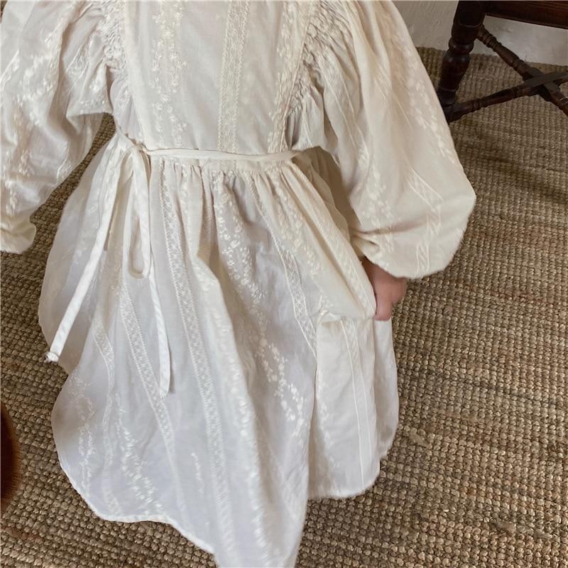 خريف 2021 أبيض موضة بنات لون نقي دانتيل مطرز فستان بكم طويل بنات نفخة كم حديقة مطوي فساتين الأميرة