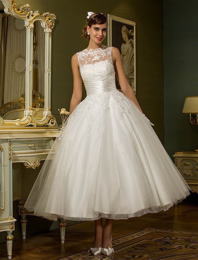 Promo 2021 luxury design European and American simple high collar A-shaped sleeveless dress temperament slim lace short wedding dress