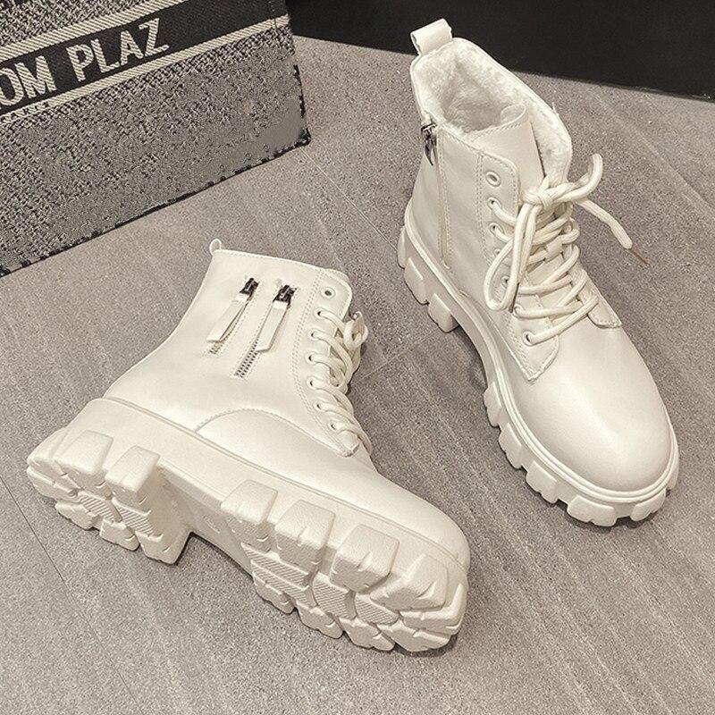 المرأة الأبيض حذاء من الجلد 2021 السيدات مكتنزة بوط شتوي أحذية نسائية الأسود منصة أحذية قتالية الفراء أفخم مصمم الشرير القوطية